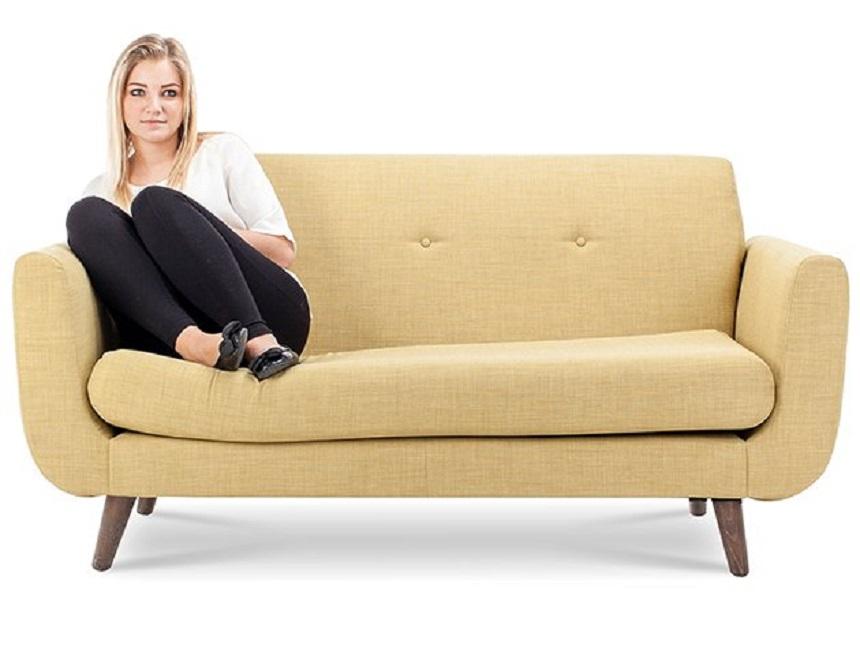 Cách ngồi ghế sofa nói gì về bạn! 2