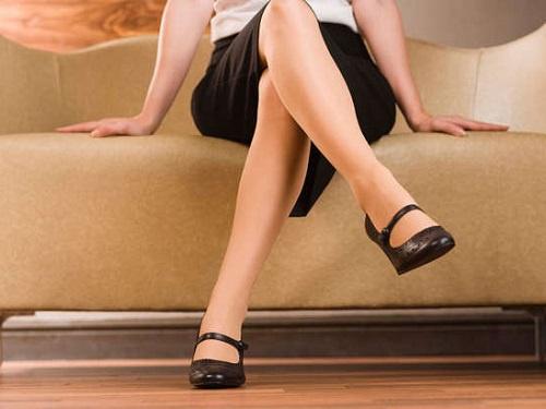 Cách ngồi ghế sofa nói gì về bạn! 1