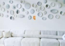 Bỏ túi 6 ý tưởng trang trí không gian phòng khách với sofa nhỏ 4