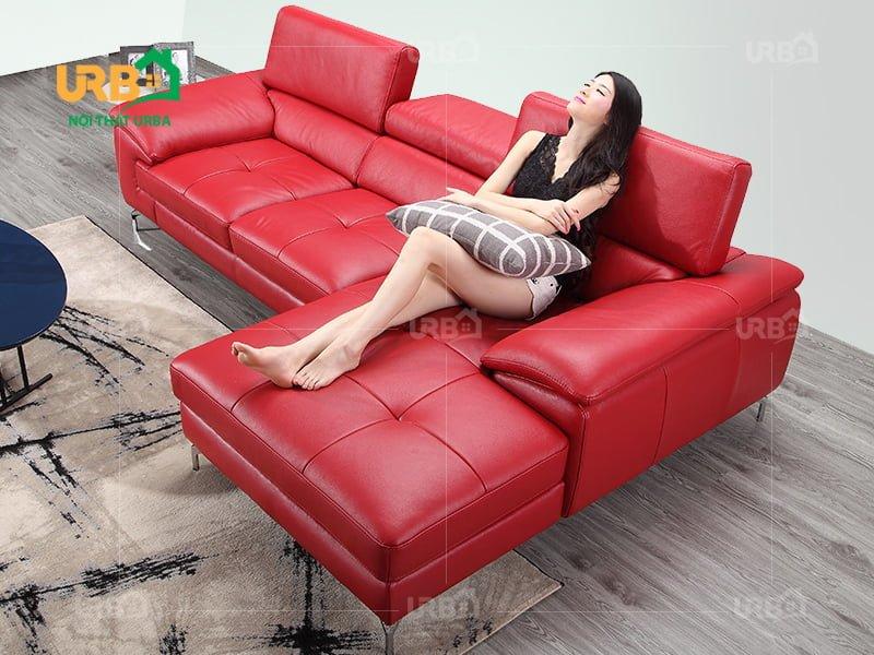 Màu đỏ được xem là mẫu bàn ghế sofa phòng khách nhỏ đẹp, nổi bật nhất được nhiều khách hàng lựa chọn