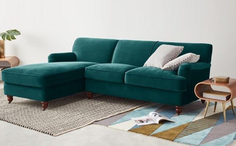 Chất liệu vải bọc ghế sofa nhung giúp phòng khách sang trọng hơn rất nhiều